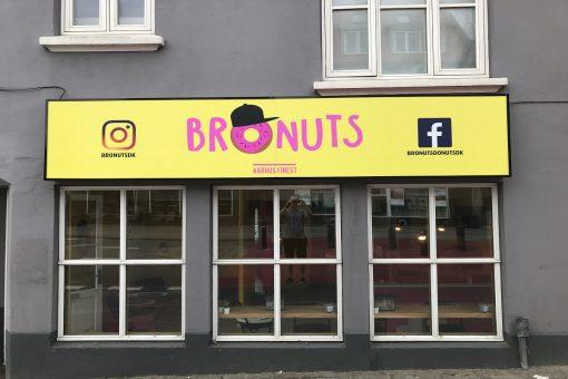 Facadeskilte Bronuts