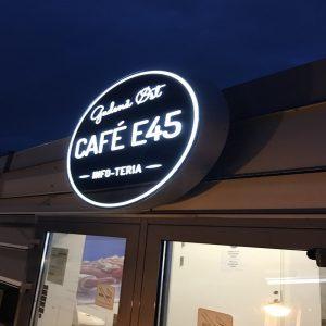 Facadeskilte Lysskilt til Cafe E45 øst