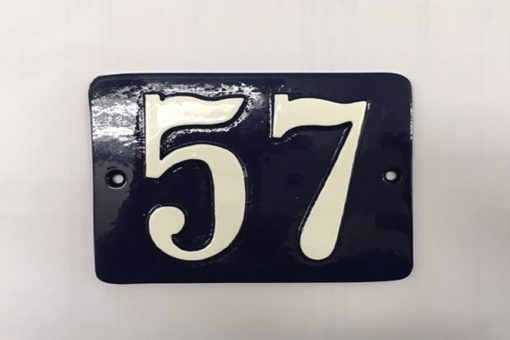 Diverse skilte støbt husnummer
