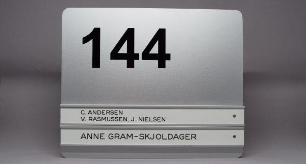 Øvrige dørskilte 2 navne plus nummer