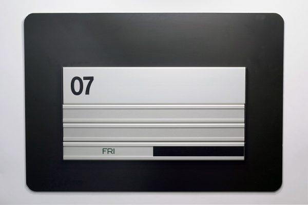 Øvrige dørskilte med folienr. navne og mødeskilt