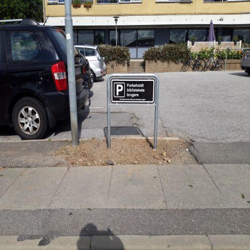 Parkeringsskilte forbeholdt